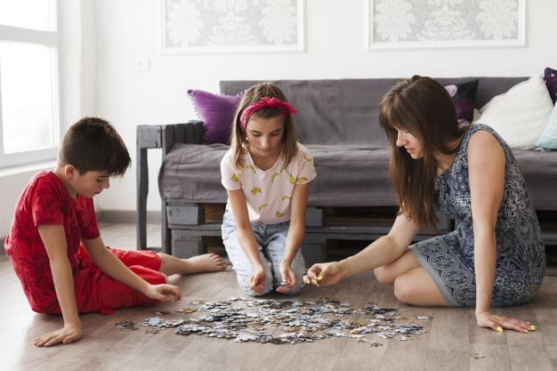puslespil med børn