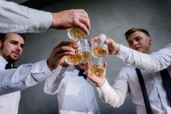 Guide: Sådan holder du en fest, dine venner aldrig vil glemme