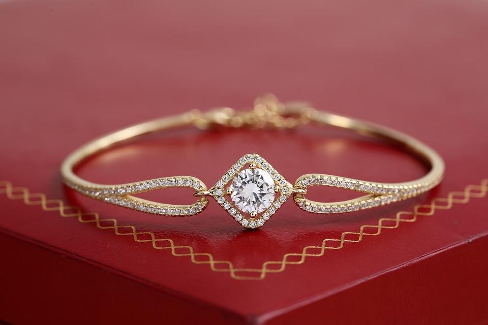 Smykker til hende